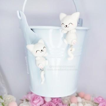 Gato Blanco Cuelga Orejas