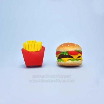 Hamburguer and chips